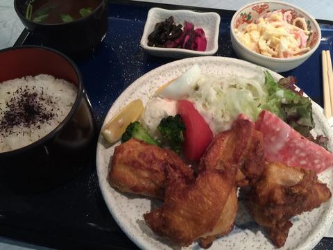 石長松菊園さんそばのクリスタルさんでから揚げ定食