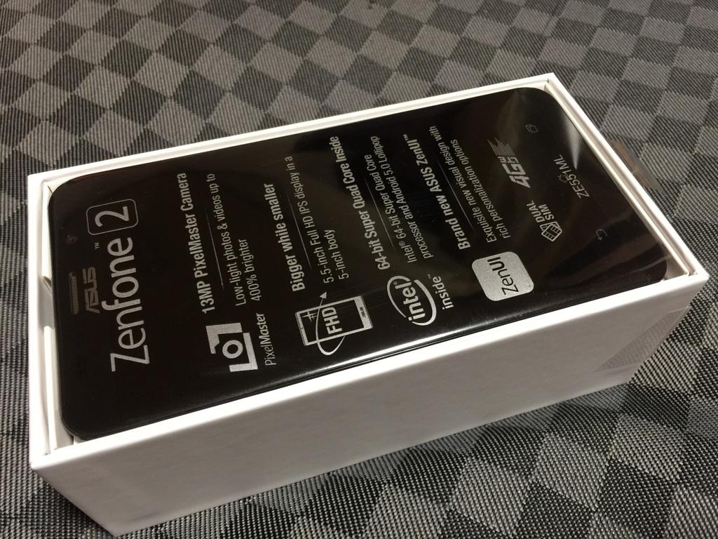 20150514-ZenFone2 Box Open